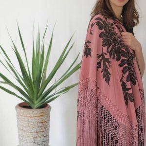 MOLIVE Mantón de seda natural pintado a mano por Montse Olivé